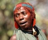 Hamar vrouw met grote rode oorbellen. Foto: Maurice van Steen