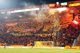 NAC Breda supporters op vak G met groot spandoek/vlag. Foto: Maurice van Steen