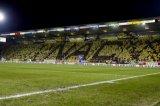 NAC Breda supporters vormen het woord NAC door middel van het dragen van shirts. Foto: Maurice van Steen