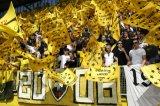 NAC Breda supporters. Vlaggenzee op de B-side. Foto: Maurice van Steen Foto: Maurice van Steen