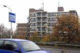 NAC Breda supporters. NAC Breda vlag hangt bij appartementencomplex Blauwe Kei, zuidelijke rondweg. Foto: Maurice van Steen