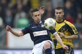 (L-R) Jordens Peters of Willem II, Danny Verbeek of NAC Breda